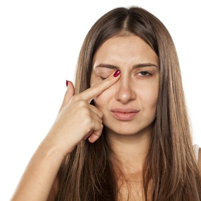 young women have itching in the eye