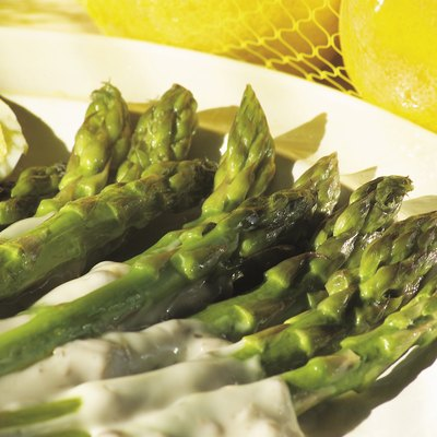 Photo, asparagus spears on a plate, Color