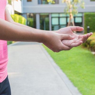 Woman hands pain in the garden