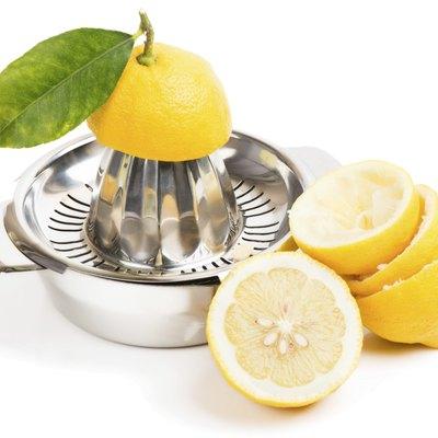 cut lemons and juicer