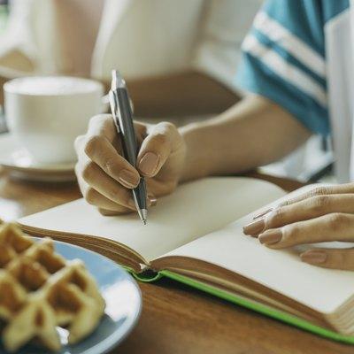 designer in a cafe