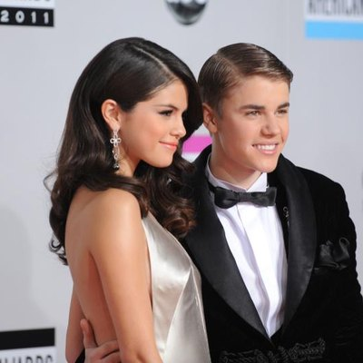 LOS ANGELES - NOVEMBER 20:  Singers Selena Gomez (L) and Justin Bieber arrive at the 2011 American Music Awards held at Nokia Theatre L.A. LIVE on November 20, 2011 in Los Angeles, California.  (Photo by Jason Merritt/Getty Images)
