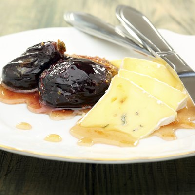 Soft cheese with figs and honey sauce.