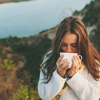 woman drinking a green tea for healthier skin