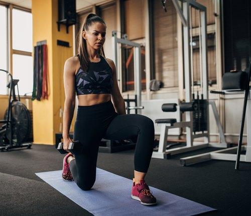 athlete doing half kneeling workout