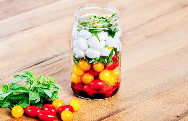 Caprese Mason Jar Salad healthy lunch recipes