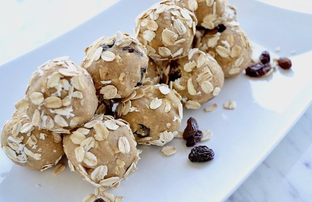 Oatmeal Raisin Cookie Desert Hummus Balls Quick Protein Balls Recipe