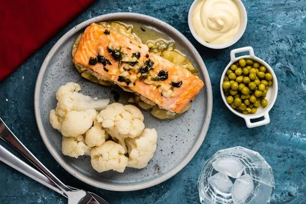 healthy dinner idea of salmon and cauliflower with cream sauce and peas