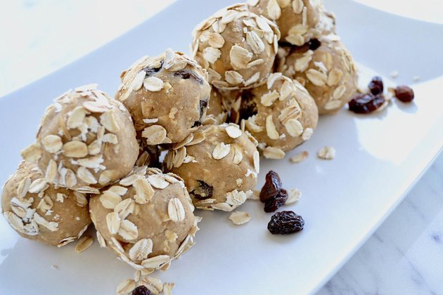 Oatmeal Raisin Cookie Dessert Hummus Balls