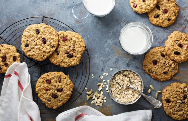 5-Ingredient Oatmeal Raisin Cookies