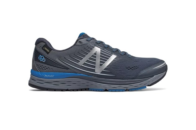 Best Winter Running Shoes: New Balance880v8 GTX