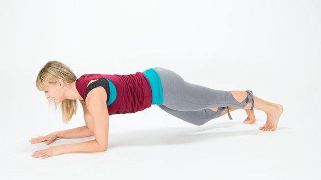 Elise Joan demonstrates how to do an Opposite-Leg Bicycle plank