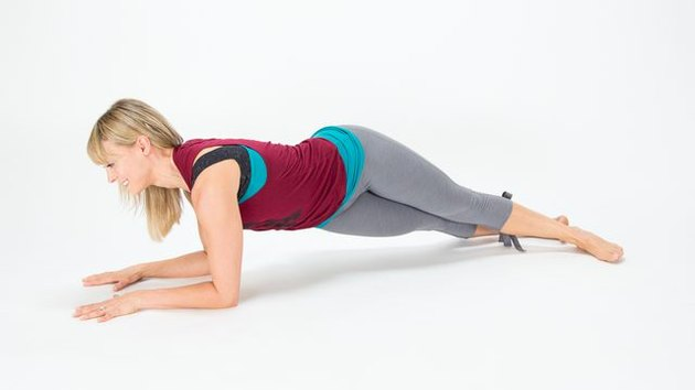 Elise Joan demonstrates how to do a Hip-Drop Plank