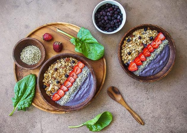Low Carb Smoothie Bowl With Cauliflower and Greens recipe