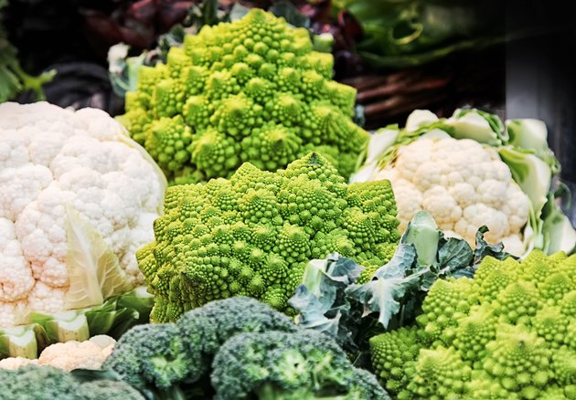 Cruciferous vegetables in a basket at market.