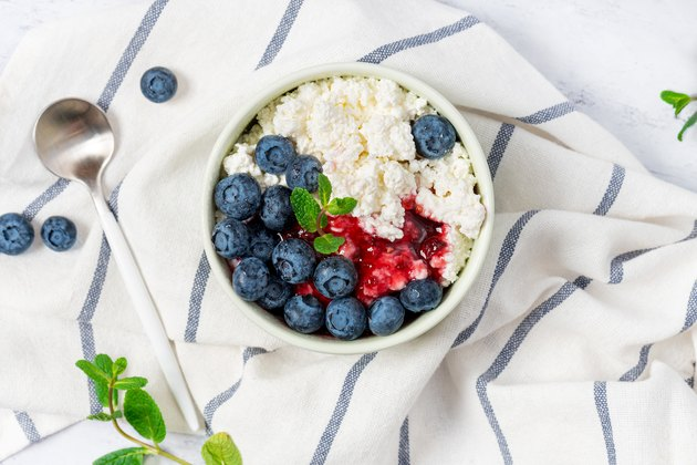Cottage cheese with jam and fresh blueberries