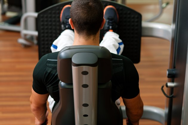 How to Avoid Back Injuries While Using a Leg Press Machine