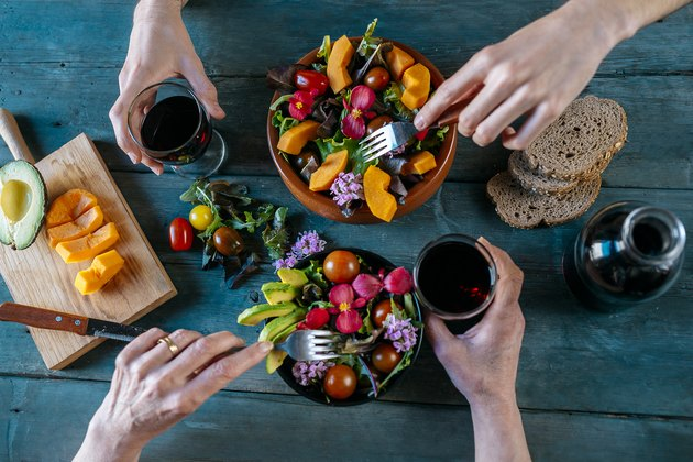 Eating mixed salads and drinking red wine, foods high in polyphenols