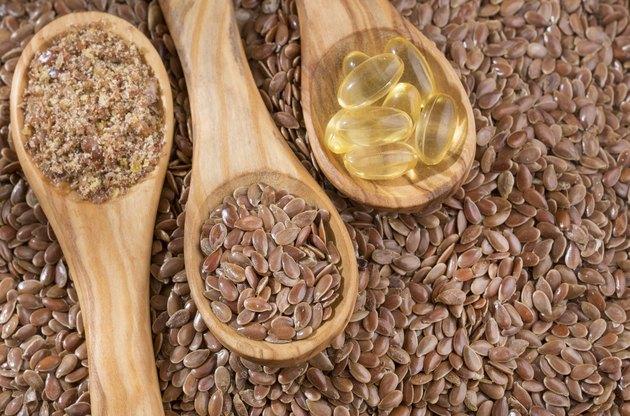 Flax seeds and oil in capsules - Linum usitatissimum