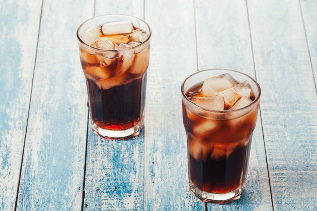 Two glasses of diet soda with ice that don't raise insulin
