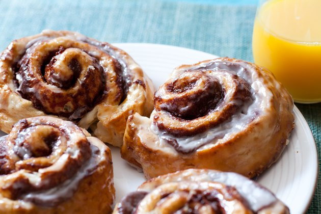 Cinnamon buns and orange juice on a blue background depicting carb and sugar limit to stay in ketosis