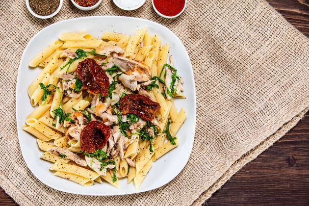 Pasta with sun-dried tomatoes and chicken