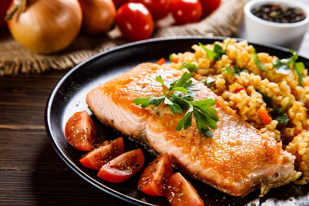Grilled salmon with rice and vegetables