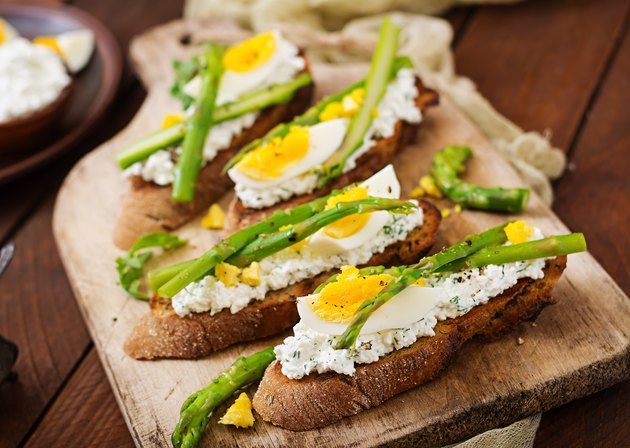 Sandwiches with  asparagus, cottage cheese, pepper and eggs.