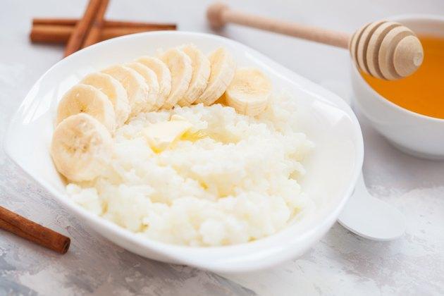 Rice porridge with butter, honey, banana and cinnamon