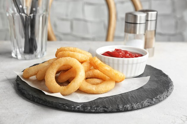 how to make onion rings plate with onion rings and bowl of sauce on table
