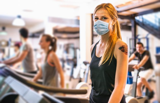 woman in the gym during coronavirus pandemic