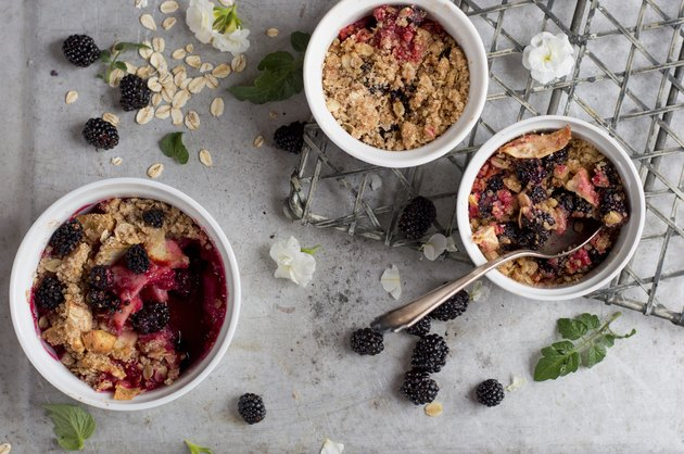 Oat and fruit crumble dessert
