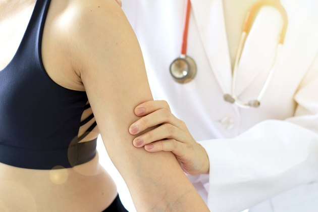 Doctor and patient, Examination of the arm and back, Sport exercise injuries.