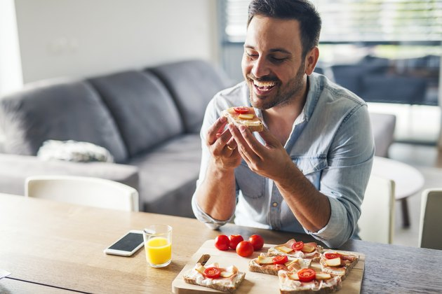 Man enjoying meal knowing he can track net carbs.