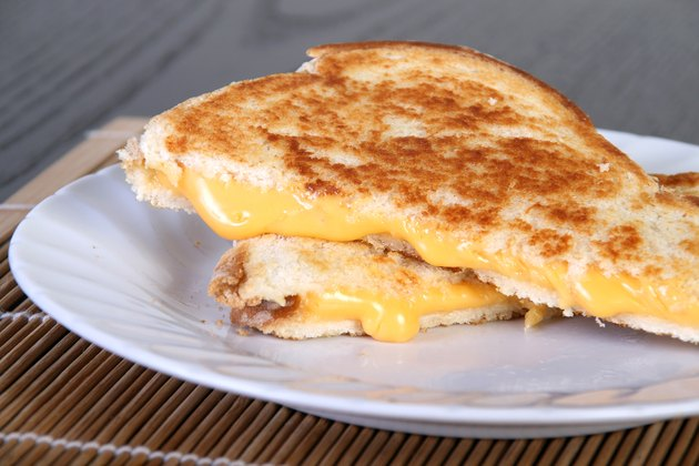 grilled cheese cheddar sandwich