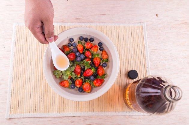 Apple cider vinegar neutralize pesticides found on fruits and vegetable