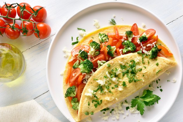 Stuffed omelette with tomatoes, red bell pepper and broccoli