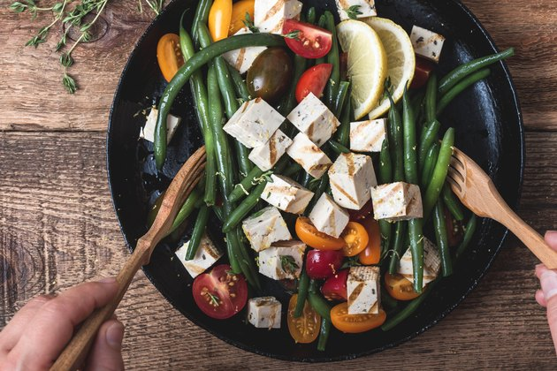 Vegan meal with green beans and grilled tofu