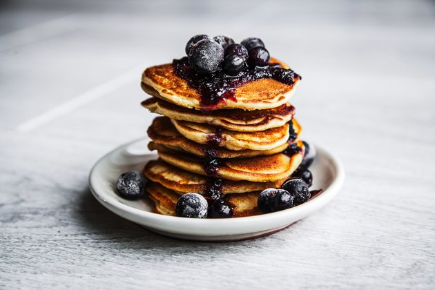 Picture of few pancakes with blackberries and sugar