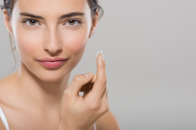 How to Remove a Torn Contact Lens