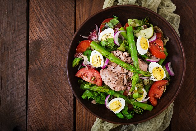 Salad with tuna, tomatoes, asparagus and onion. Salad Nicoise