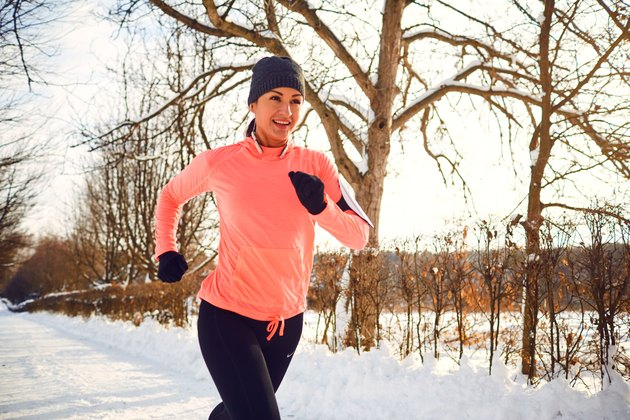 Woman going on an aerobic run in the winter to improve her pace