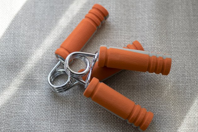 gripper, to exercise hand strength