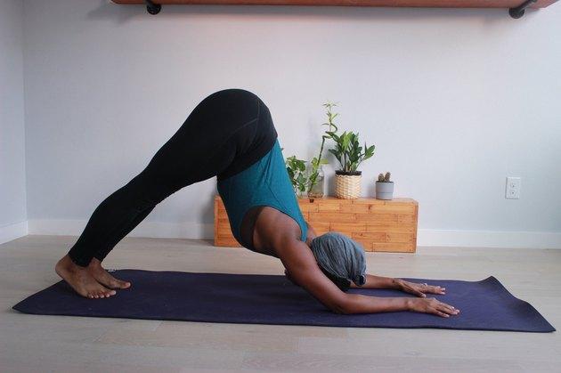 Move 2: Dolphin Pose (Ardha Pincha Mayurasana)