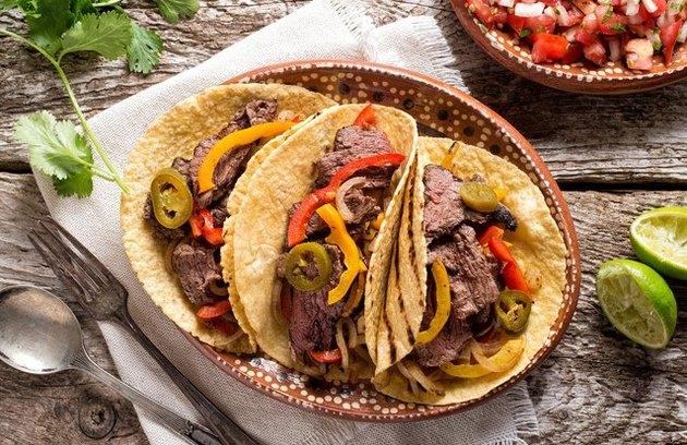 Tacos au bifteck de flanc au Chili vert
