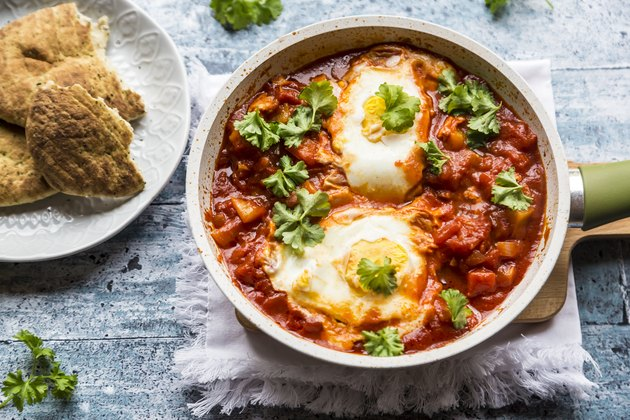 Bell pepper Shakshouka with naan
