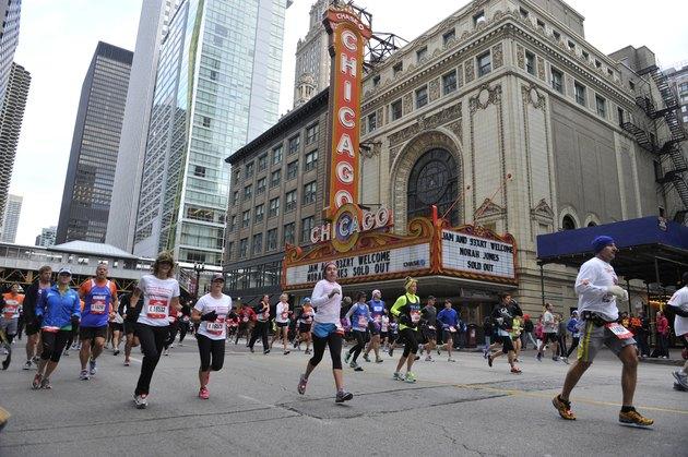 People running the Chicago Marathon