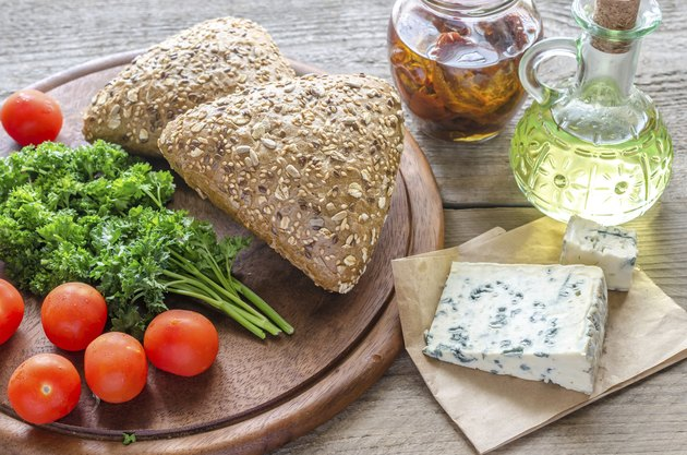 Flax-seed buns with blue cheese and tomatoes
