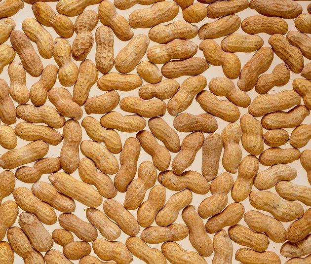 Whole shelled peanuts