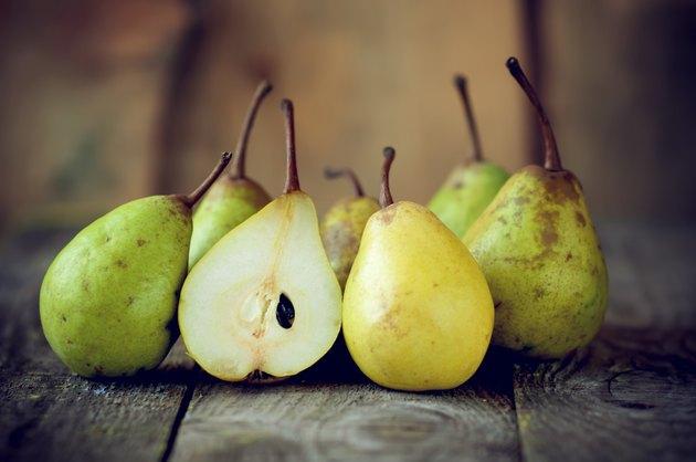 fresh pears lie